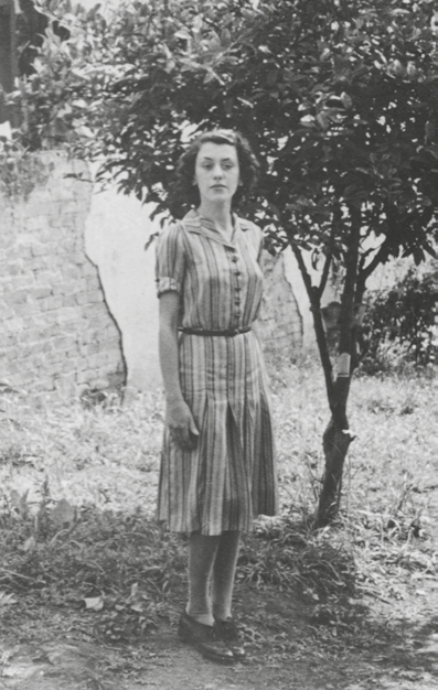 Jandyra Waters in her family backyard before leaving for WW II